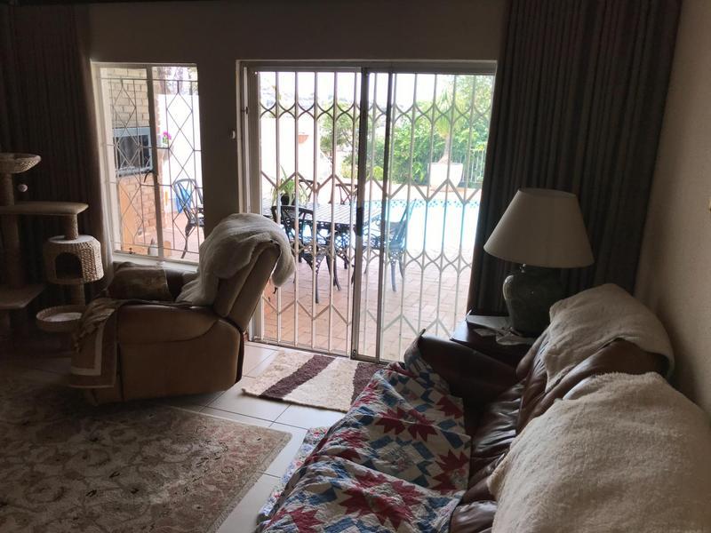 Property For Sale in Oakdene, Johannesburg 8