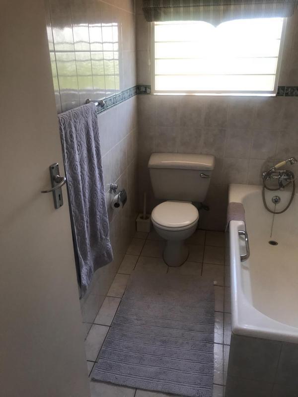 Property For Sale in Oakdene, Johannesburg 15